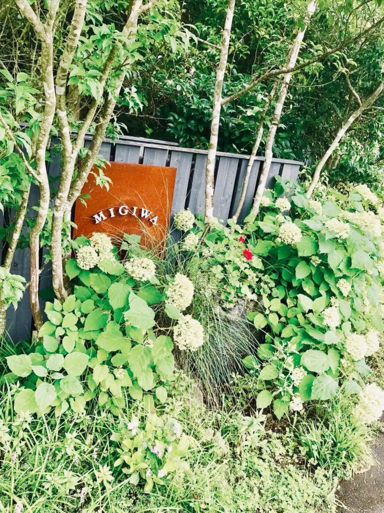 野間の森MIGIWA 看板